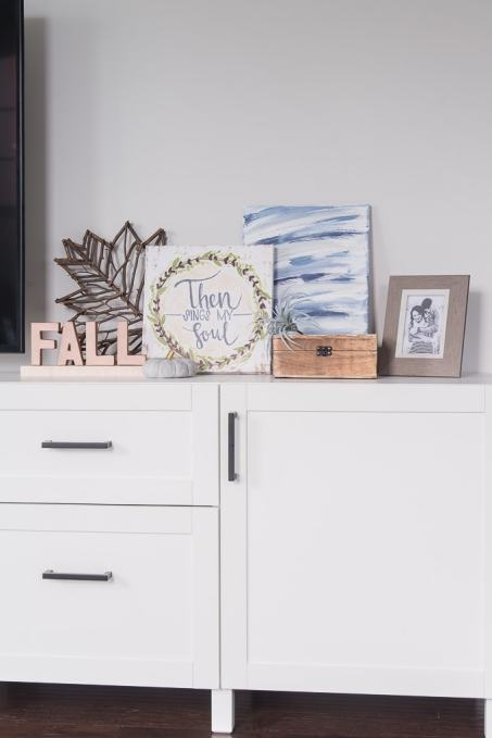 DIY abstract canvas art. Create your own art decorations for your home using just a few supplies. Easy home decor craft project.