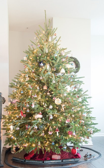 a beautiful traditional fresh christmas tree take a tour of this classic christmas tree and