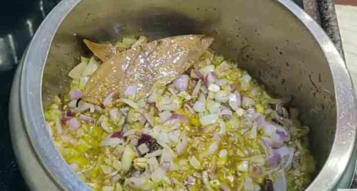 Frying onions in pressure cooker