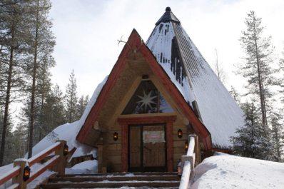 lapland-restaurant-kotahovi-winter-outside-825x550