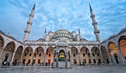 medium_istanbul_blue_mosque_exterior_patio4