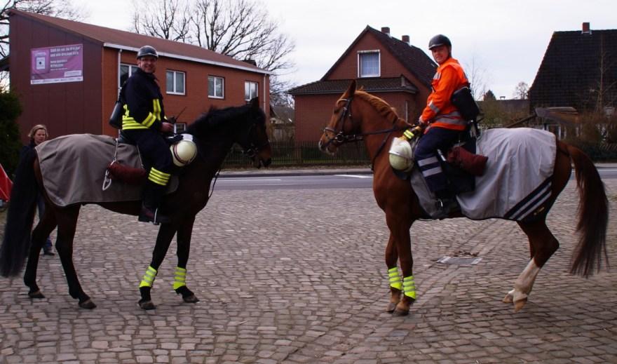 Nicht nur zur Erkundung und Einsatzführung sind die berittenen Feuerwehrleute einsetzbar. Durch ihr Auftreten wird auch gleichzeitig Werbung für die ehrenamtliche Arbeit der Freiwilligen Feuerwehren im Landkreis Celle gemacht.