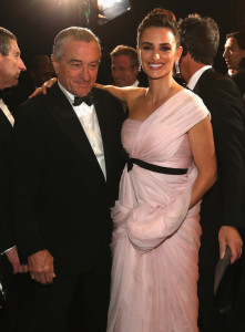 Robert-De-Niro-linked-up-Penelope-Cruz-show-221x300