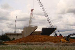 800px-Cambridge_Guided_Busway_south_rail_bridge_construction