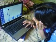 फैजाबाद की संगीता वर्मा साकेत महाविद्यालय अयोध्या में बी.ए. कर रही है। उसे लैपटाप पर इन्टरनेट चलाना नहीं आता। सिर्फ लैपटाप खोलना, बन्द करना आता है। जब कोई प्रषिक्षण नहीं मिला है तो कैसे चलाएं? कम्प्यूटर की कोचिंग बहुत महंगी है।