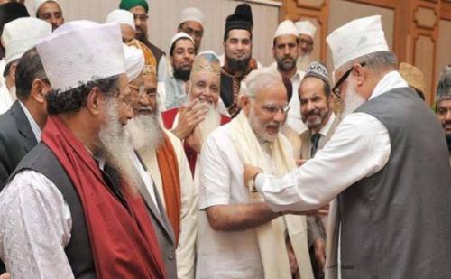 अल्पसंख्यकों पर मोदी महरवान,4 साल में ब़़ढ़ा 1000 करोड़ बजट