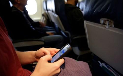 इन फ्लाइट कनेक्टिविटी को मिली मंजूरी ,अब हवाई यात्रा में भी कर पाएेंगे कॉलस और इंटरनेट का इस्तेमाल