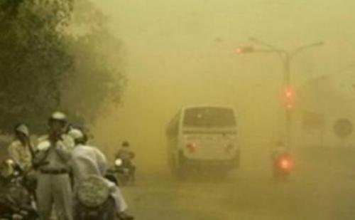 तूफान ने दी दस्तक, 70 किलोमीटर प्रति घंटे की रफ्तार से चली हवाएं