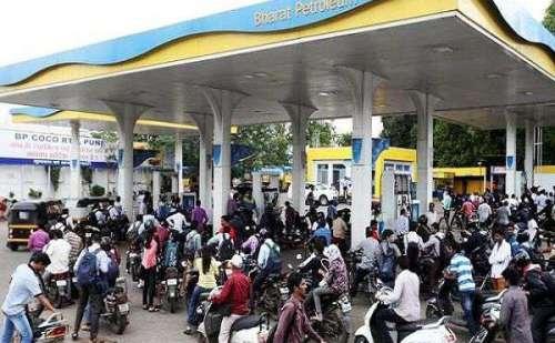 तेल की कीमतों में लगातार बढोत्तरी, सरकार ने साधी चुपी