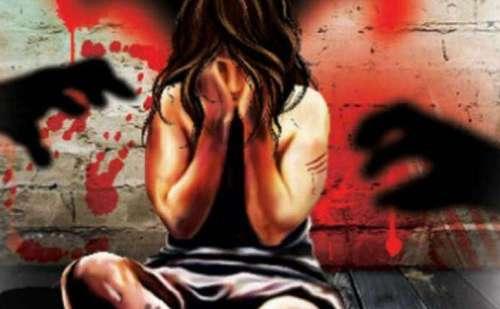 एम्बुलेंस में दो सरकारी कर्मचारियों ने किया 15 साल की लड़की का बलात्कार