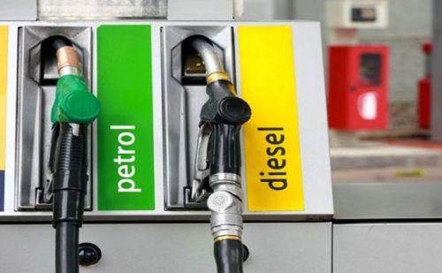 तेल की कीमतों में कटौती के चलते लोगों ने ली चैन की सांस