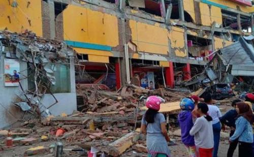 इंडोनेशिया में भारी सुनामी से 168 लोगों की मौत 745 से ज्यादा घायल