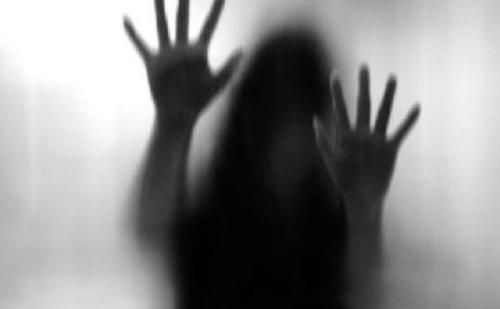 युवती को भाई समेत जान से मारने की धमकी देकर चार युवकों ने किया गैंगरेप