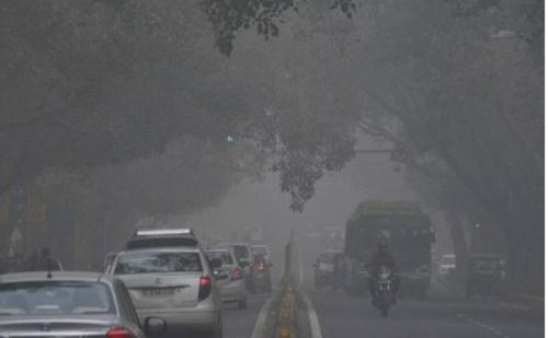ठंड से कांपी दिल्ली, पहाड़ी इलाकों में हो रही बर्फबारी से मैदानी इलाकों में बढ़ी ठंड