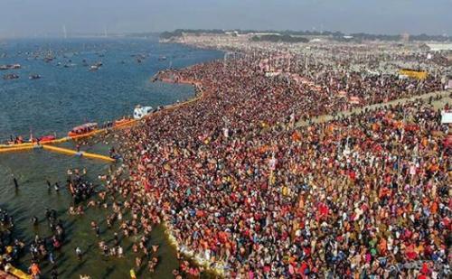 सर्द मौसम के बावजूद कुंभ में उमड़ी श्रद्धालुओं की भीड