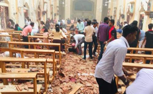श्रीलंका : 8 धमाकों के बाद अब कोलंबो एयरपोर्ट पर मिला पाइप बम , एयरफोर्स ने किया निष्क्रिय