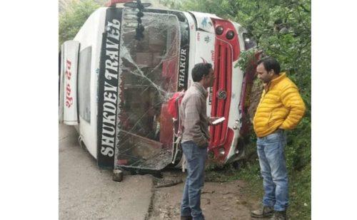 भाजपा की रैली में जा रही बस दुर्घटनाग्रस्त सात कार्यकर्ता घायल