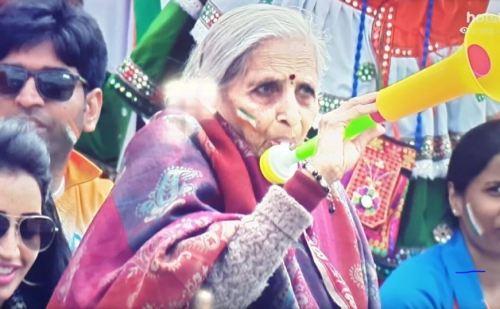 क्रिकेट की सबसे 'बुजुर्ग महिला फैन', जज्बे पर नतमस्तक हुए विराट-रोहित