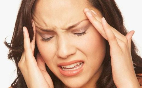 जानिए क्या है माइग्रेन के लक्षण और माइग्रेन से बचने के लिए क्या उपाय करें