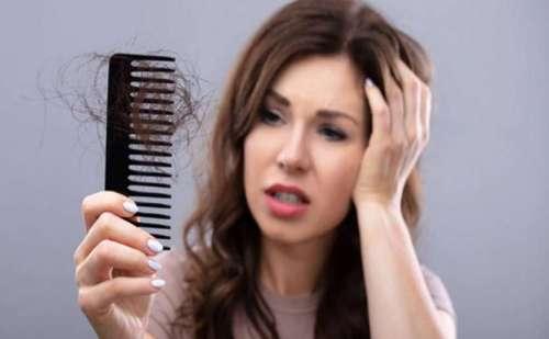 अगर आप है बालों के झड़ने से परेशान तो आजमाएं उपाय…