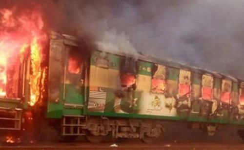 पाकिस्तान में कराची-रावलपिंडी तेजगाम एक्सप्रेस ट्रेन में हुआ धमाका