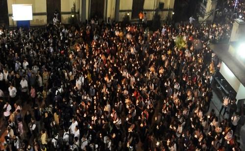 रांची गैंगरेप: छात्र-छात्राओं ने राजभवन तक निकाला विशाल कैंडल मार्च