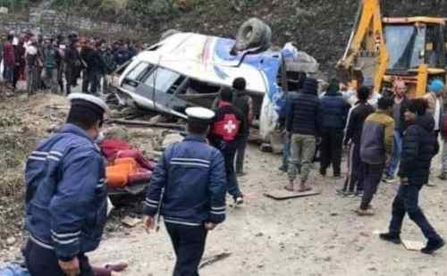 नेपाल में भीषण सड़क हादसे में 14 लोगों की मौत, दोखला के कालीन चौक से काठमांडू जा रही थी बस