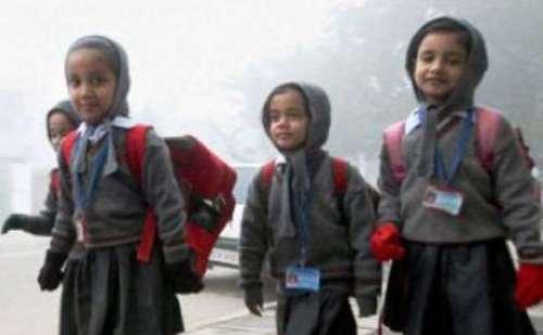 रुक-रुक कर हो रही बारिश ने बढ़ाई ठंड, लखनऊ में कक्षा 8 तक के स्कूल 10 जनवरी तक बंद