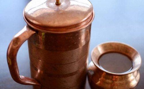 तांबे के बर्तन में खाना खाने और पानी पीने के क्या हैं लाभ और नुकसान, जानिए