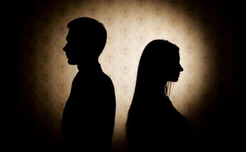 पति ने पत्नी को तलाक देने से किया इनकार तो मिली दर्दनाक मौत, जानें क्या है पूरा मामला ?