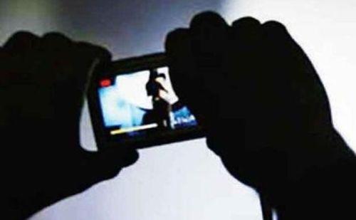 कलयुगी मां की घिनौनी करतूत! 4 साल के बेटे का रेप कर सोशल मीडिया अपलोड किया वीडियो !