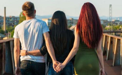 एक साथ 35 गर्लफ्रेंड के साथ इश्क लड़ा रहा था युवक, अब पहुंचा जेल