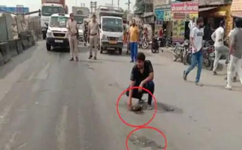 इंसानियत शर्मसार- सड़क पर भाई के शव के टुकड़े इक्ट्ठा करता रहा युवक, पुलिस …