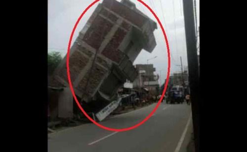 बिहार: NH-83 पर अचानक ताश के पत्तों की तरह ढह गया तीन मंजिला मकान, वीडियो हो रहा वायरल..