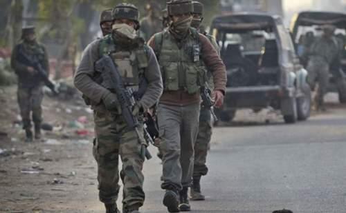जम्मू-कश्मीर: सोपोर में आतंकियों ने पुलिस और CRPF के जवानों को बनाया  निशाना, 2 जवान शहीद, 2 नागरिकों की भी हुई मौत !