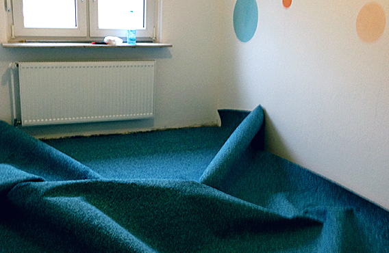 Teppich rein. grob auslegen.