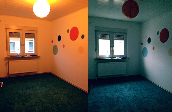 Lichtvergleich: links orangene Lampe, rechts Tageslicht