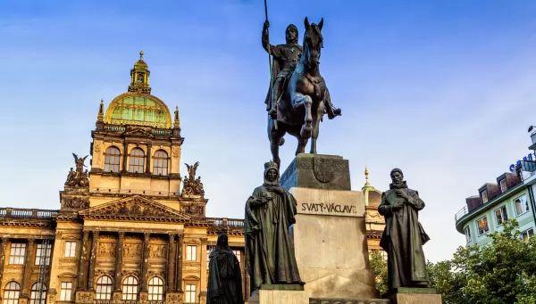 ساحة وينسيسلاس من اجمل اماكن سياحية في براغ