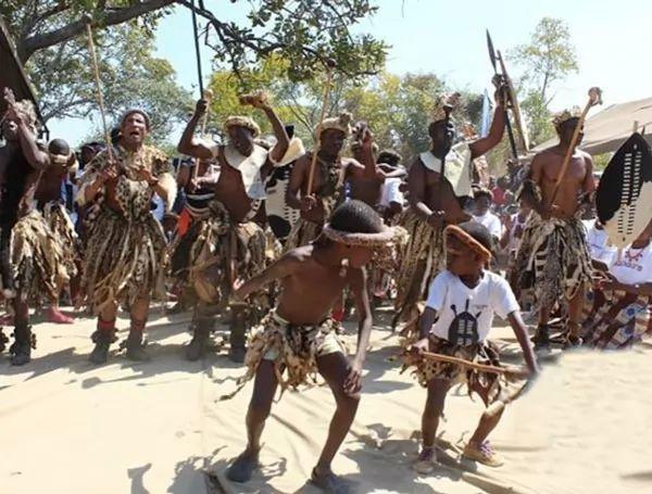 ملابس شعب بيمبا