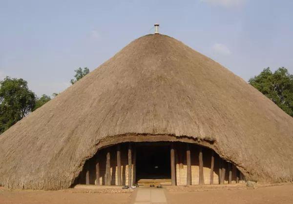 منازل الشعب الأوغندي