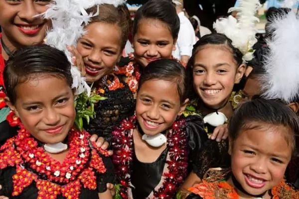 أطفال قبيلة تونغا