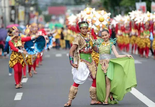 العادات والتقاليد عند شعب الفلبين
