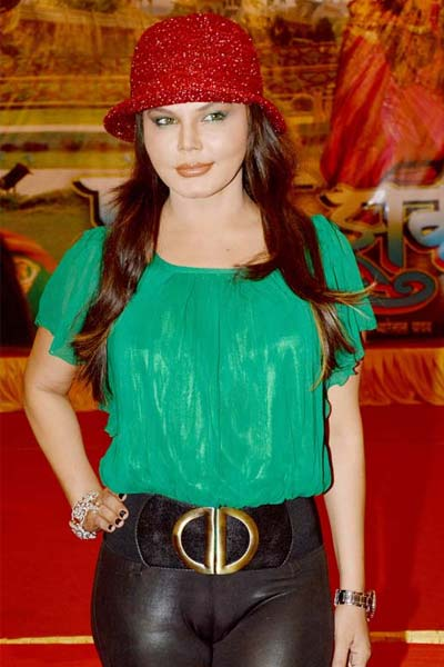 कसे लिबास से सुर्खियों मे राखी सावंत tight-dress-in-the-spotlight-rakhi-sawant-1-1-1363790077