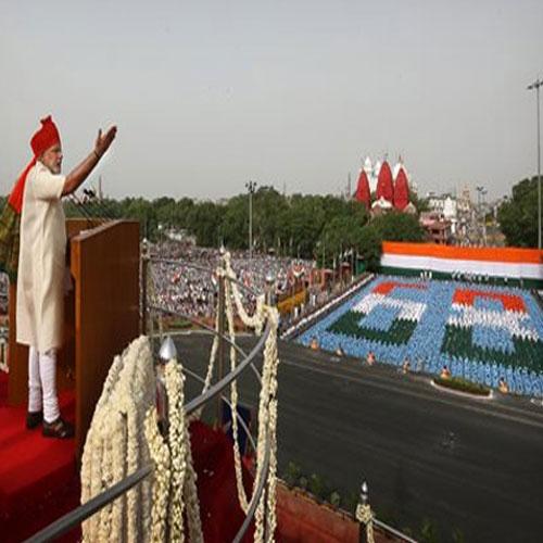 मैं प्रधानमंत्री नहीं बल्कि  प्रधान सेवक हूं : मोदी news narendra modi first independence day speech
