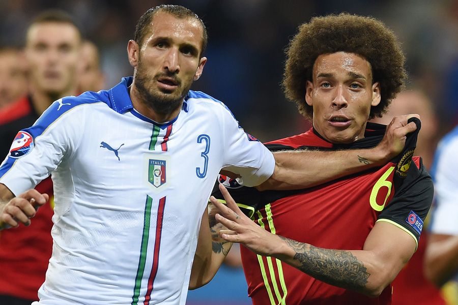 LYON, FRANCE - JUNE 13: Giorgio Chiellini of Italy and Axel Witsel of Belgium tussle during the UEFA EURO 2016 Group E match between Belgium and Italy at Stade des Lumieres on June 13, 2016 in Lyon, France.  (Photo by Claudio Villa/Getty Images)