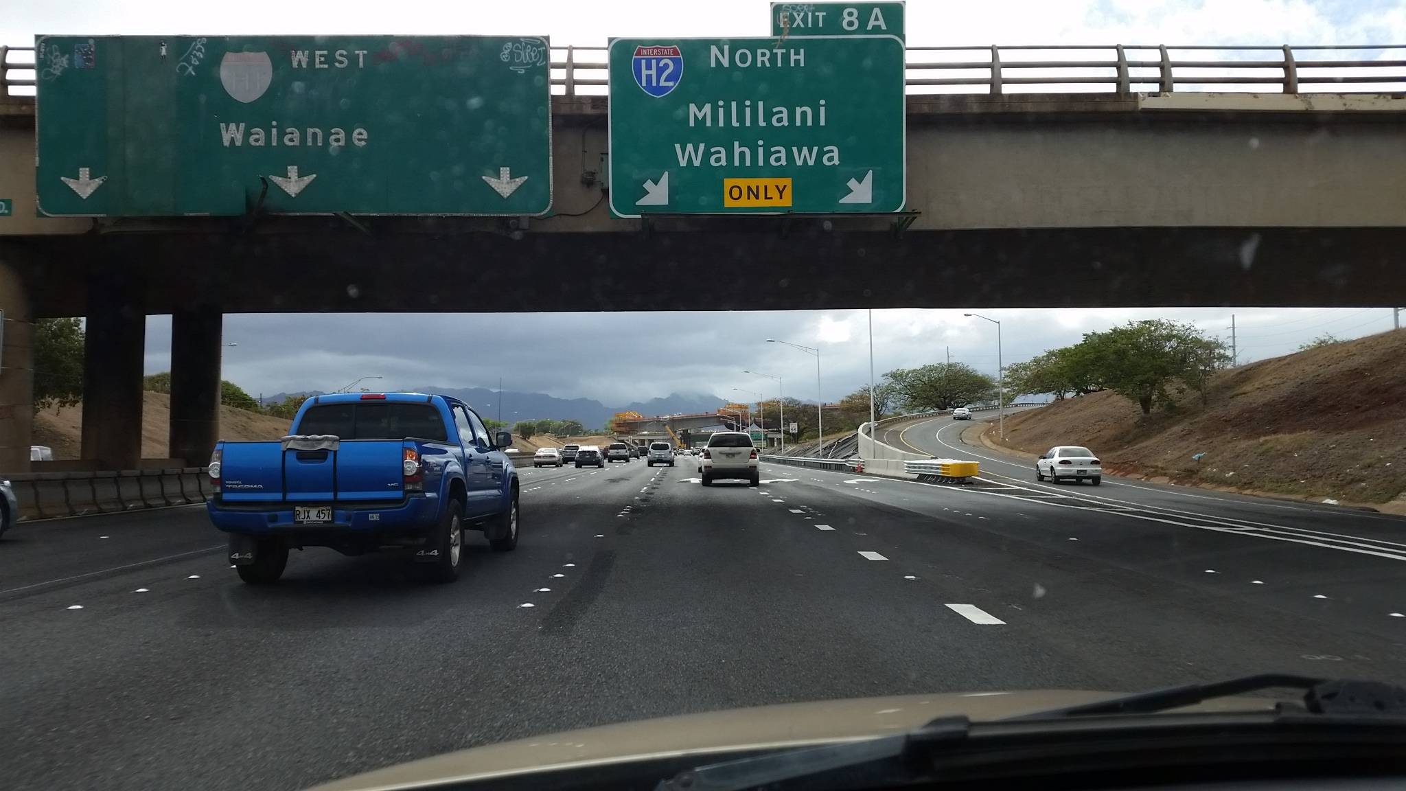 confusing freeway sign_95975