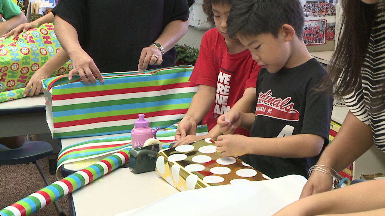 iolani third grade gift wrapping laulima_135307