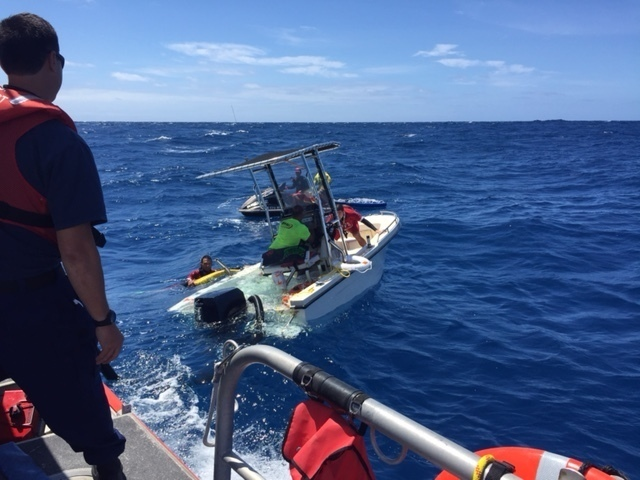 Search and rescue partners save 10 boaters in 2 separate cases near Kahala, Oahu_156193