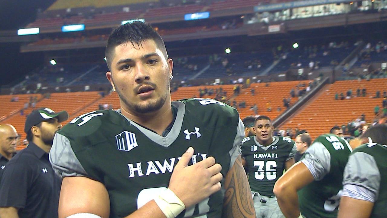 HAWAII #94 POINTS AT CAMERA_158831