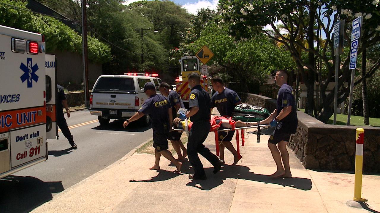 injured firefighter leahi beach park_161966